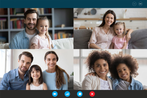 Familles en ligne sur écrans